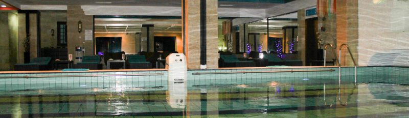 Bazinul de inot al hotelului din Baneasa